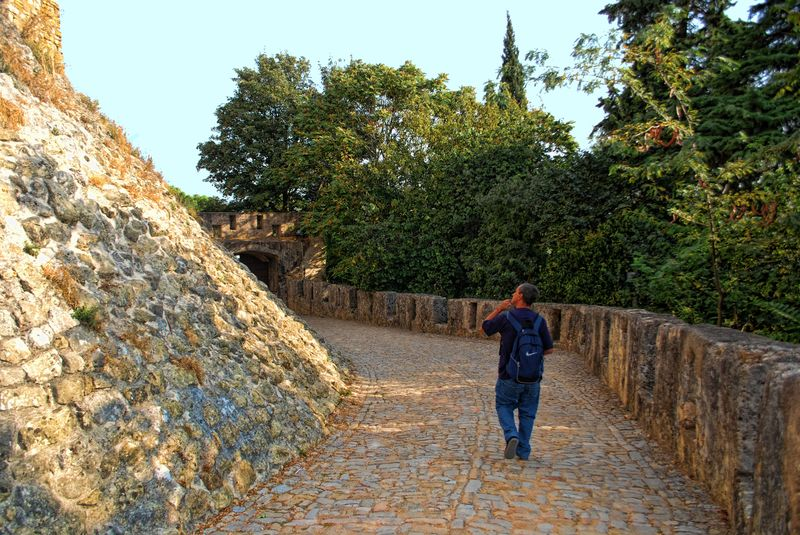 Visitor to the Castle of the Knights Templar in Tomar, Portugal