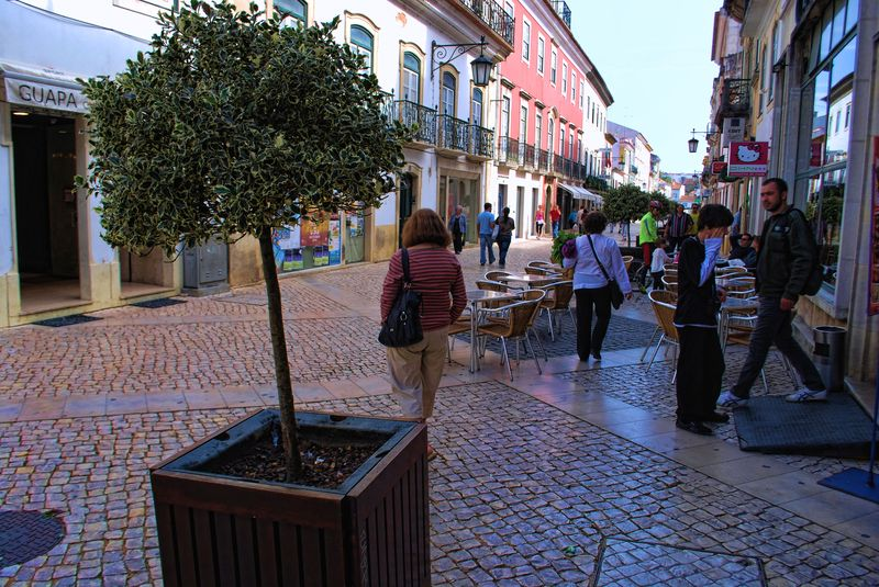 Corredoura in the City of Tomar, near Café Paraíso