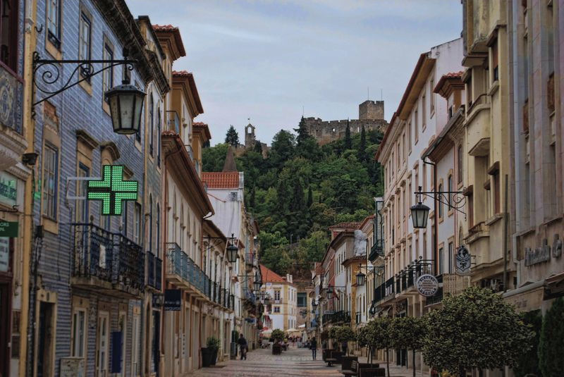 Rua Serpa Pinto near Misercordia Pharmacy in the City of Tomar
