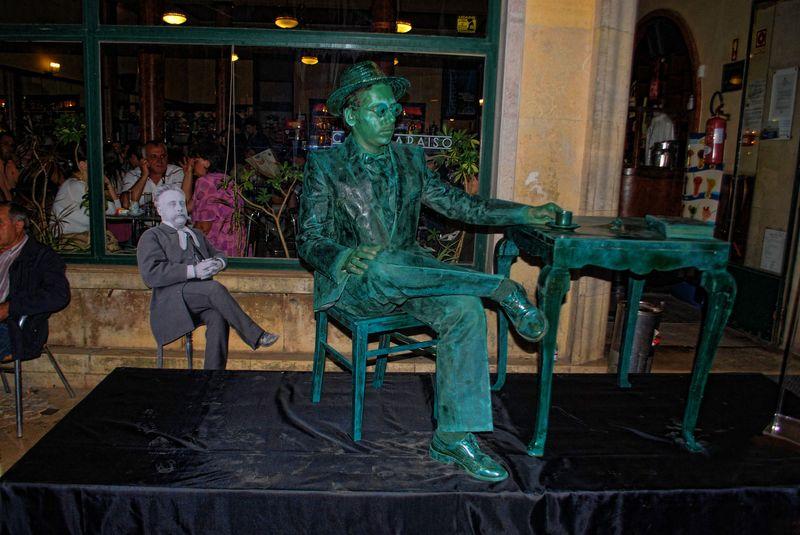 Fernando Pessoa - Human statues Tomar