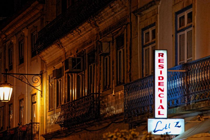 Redidencial Luz at night, an inn in Tomar, Portugal