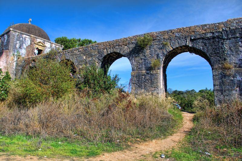 Arches, Pegões Aqueduct, Tomar, Portugal