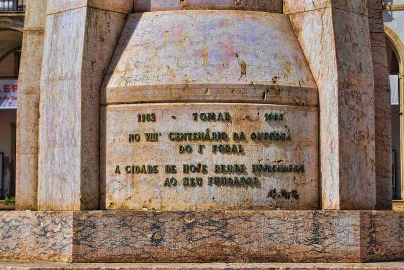 Inscription on the statue of Gualdim Pais in the City of Tomar