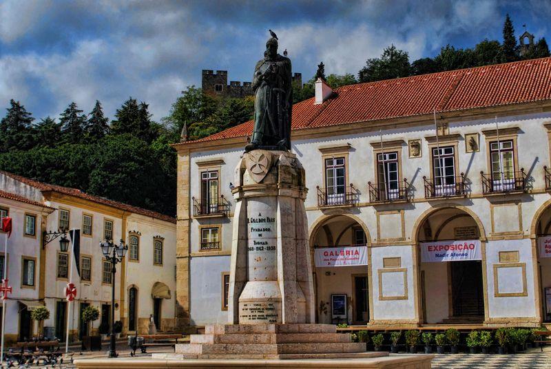 Statue of Gualdim Pais in the centre of Tomar