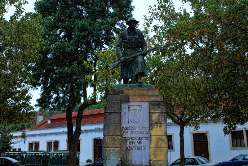 Inscription at Statue of the Unknown Soldier in the City of Tomar in Portugal