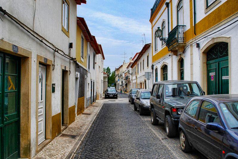 Rua Alexandre Herculano facing Nabão River