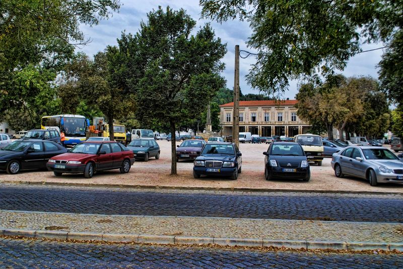 Parked cars at Varzea Grande and the Tribunal of Tomar