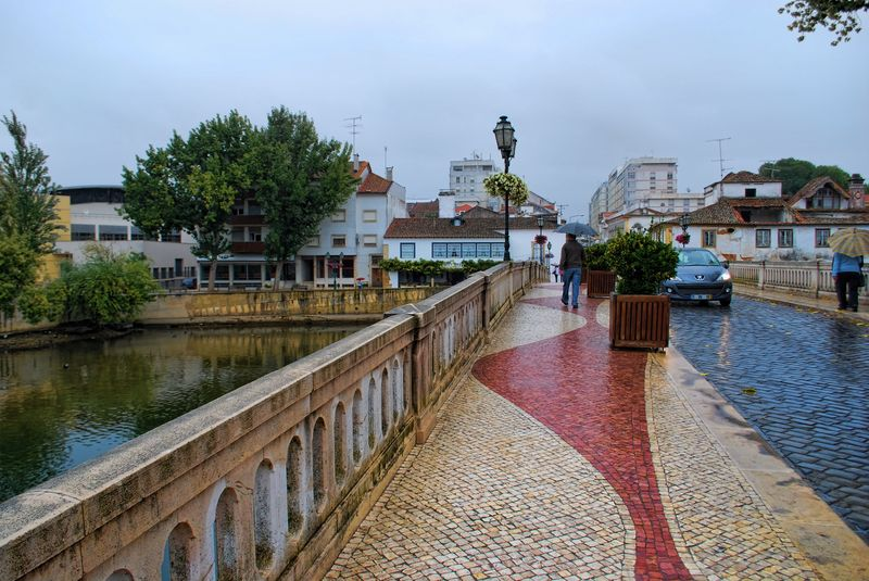Wet day in the Old Bridge of the City of Tomar