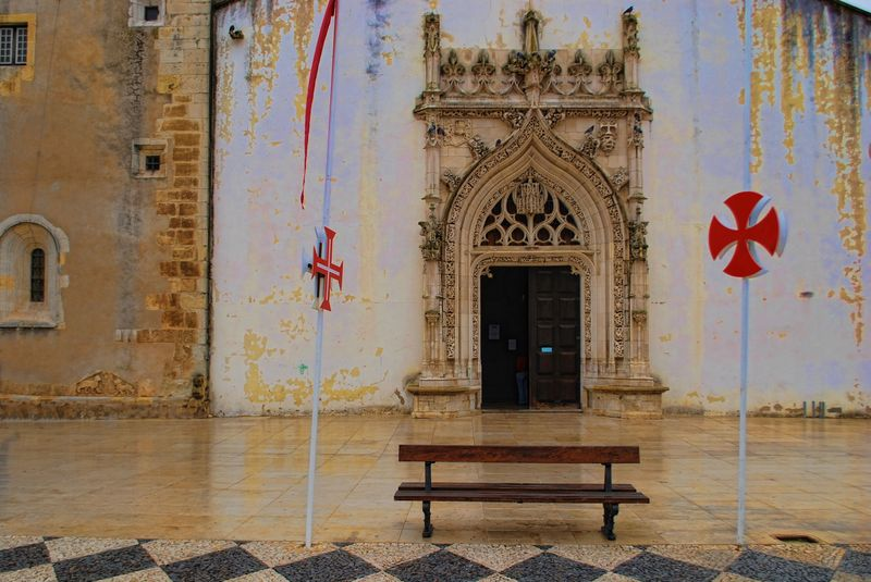 Rainy day at the Church of São João Baptista in the City of Tomar