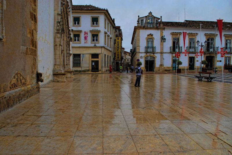 Rainy day at Praça da República in Tomar, Portugal