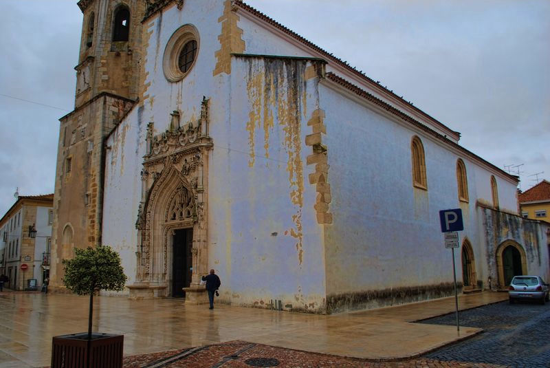 Wet day around the Church of São João Baptist in Tomar