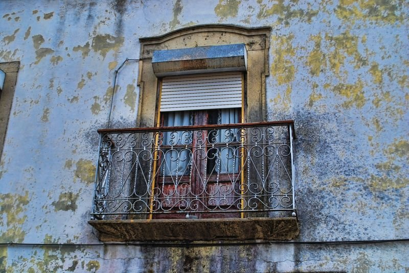 Dilapidated window and wall at Rua da Cascalheira in the City of Tomar